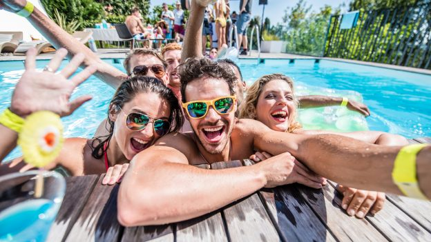 How to throw the pool party of the summer